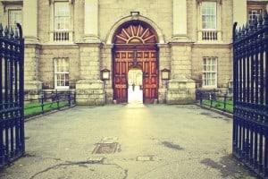 Tür, Türen, Dämone, Kritiker